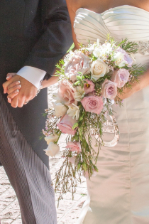 Waterfall bouquets for weddings